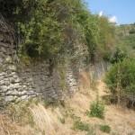 L'aqueduc servant de mur de soutènement